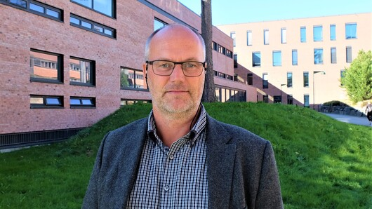 Morten Brekke at the Department of Engineering Sciences was the first employee at UiA to be awarded the title Excellent Teaching Practitioner. That was in 2018. (Photo: Sissel Eikeland).